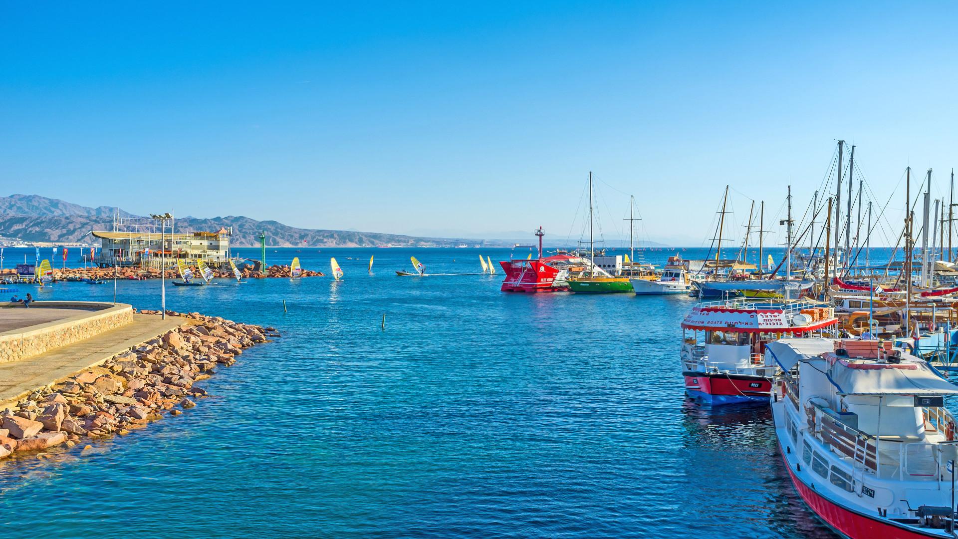 Eilat, blauw water, schepen, kade