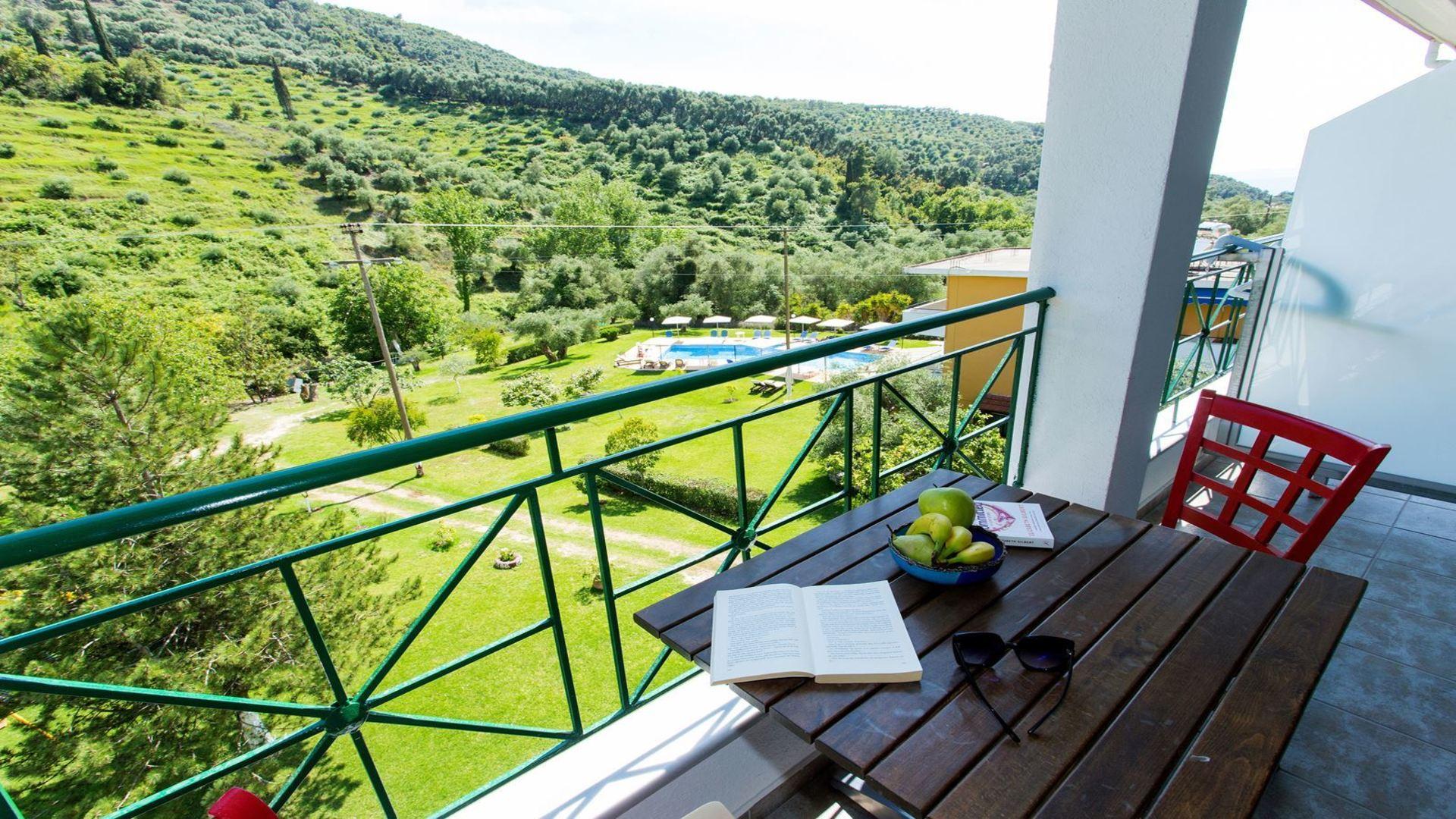 Balkon van studio in Aristidis Garden, Parga, Epirus, Griekenland