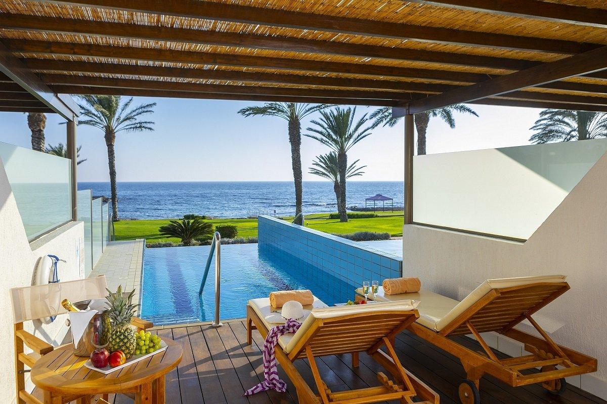 Constantinou Bros Athena Beach Hotel Cyprus - zwembad-aan-zee