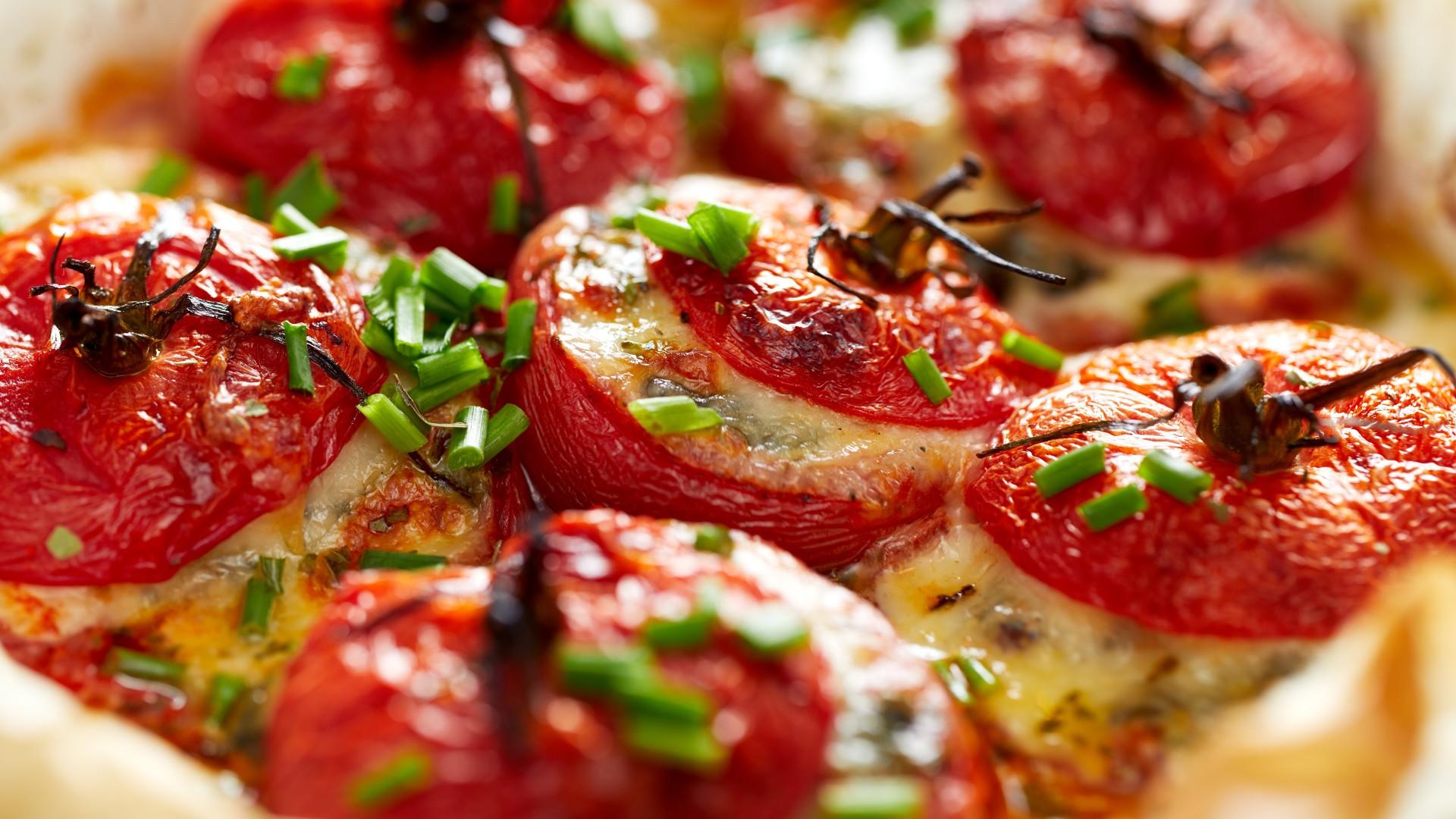 Yemista, Griekse gevulde tomaten, in Ikaria, Griekenland