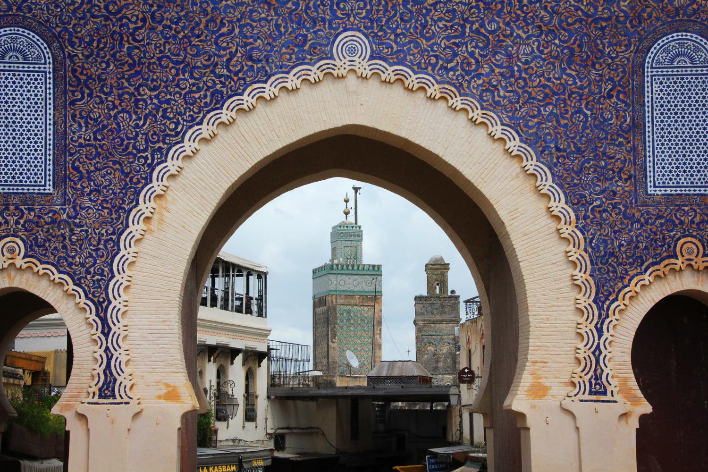 De blauwe stadspoort, Bab Boujloud, in Fes, Marokko
