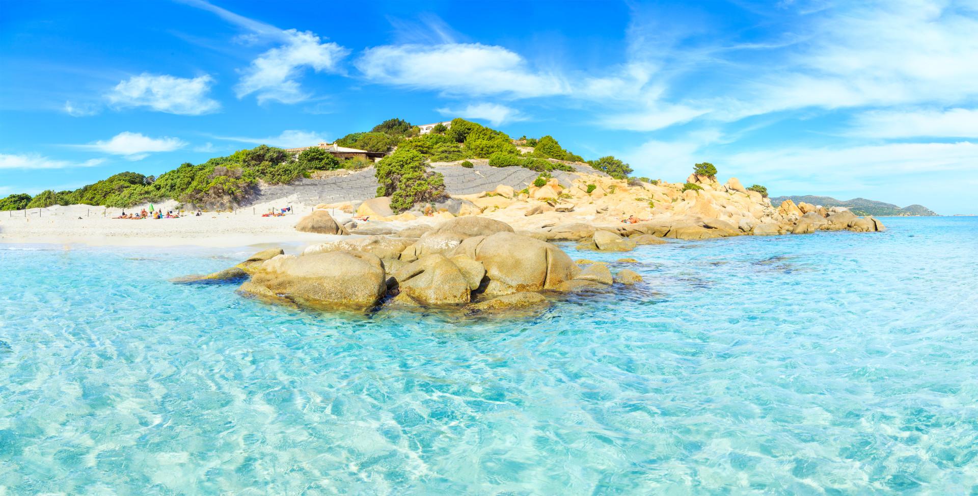 Helder water en strand in Villasimius - Sardinie - Italie