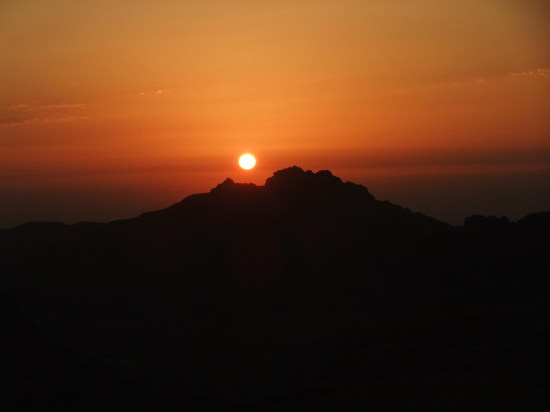 Zonsondergang vlakbij Little Petra, Jordanië