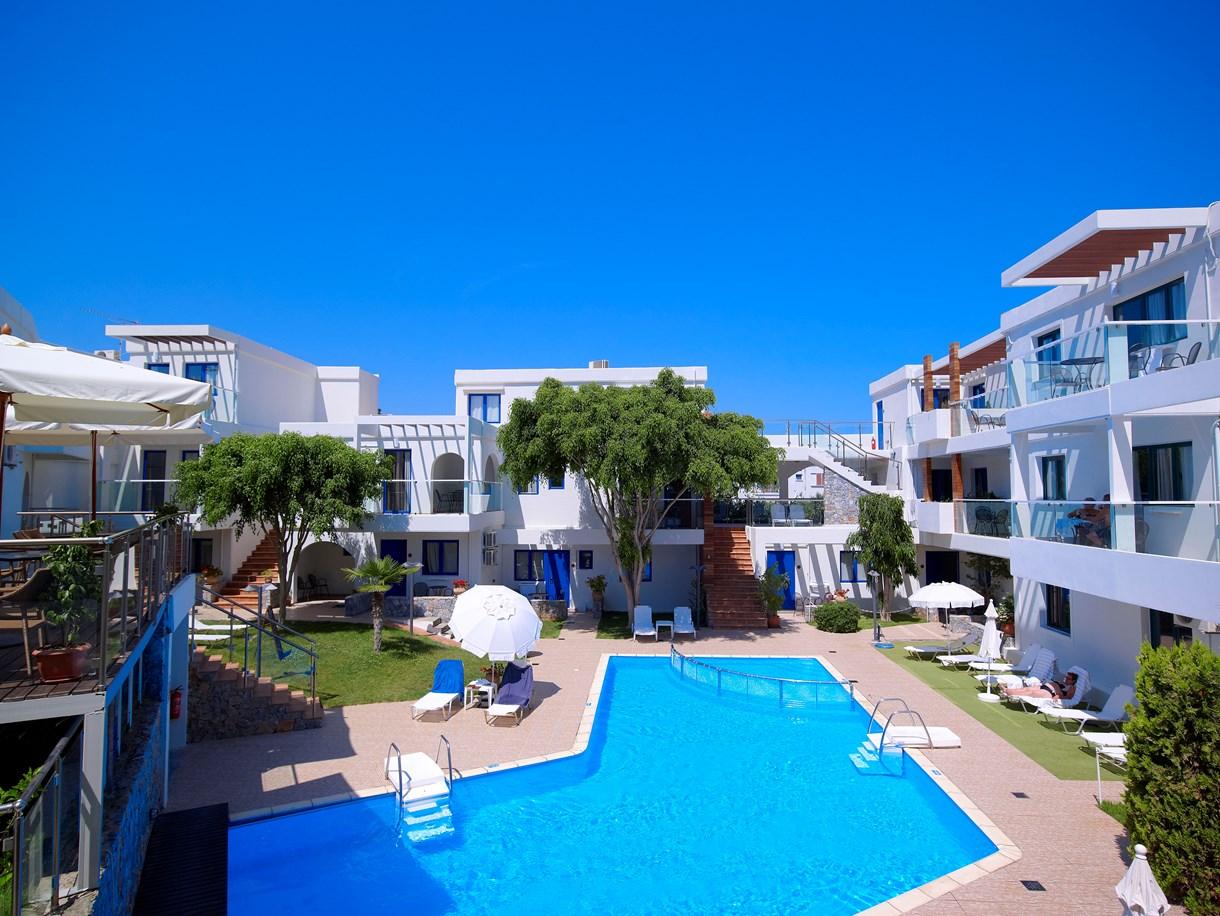 Zwembad van Minos Village