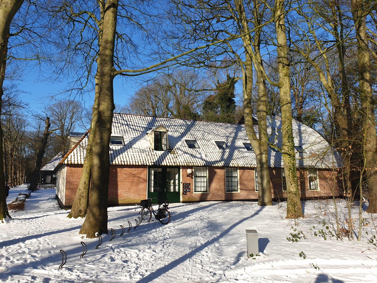 Kantoor Bergen &Olives Travel in de sneeuw