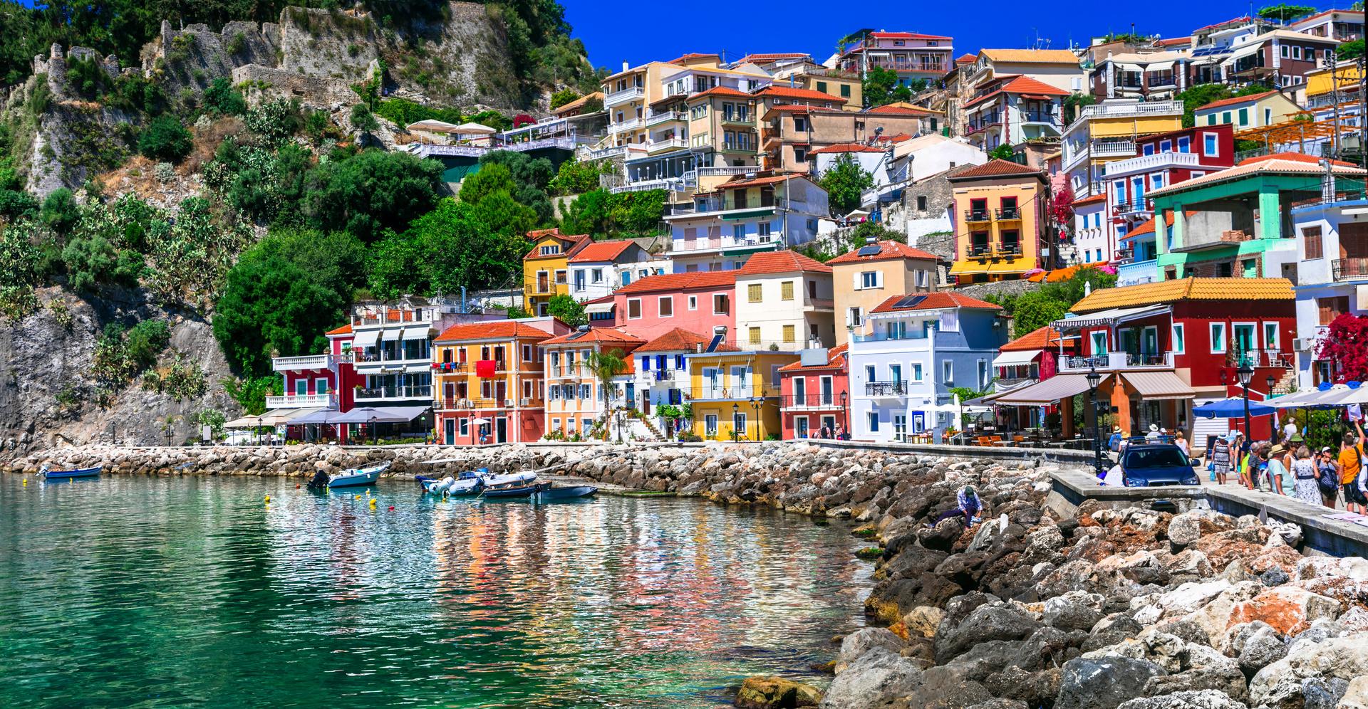 Kleurrijk Parga stad, Parga, Epirus, Griekenland