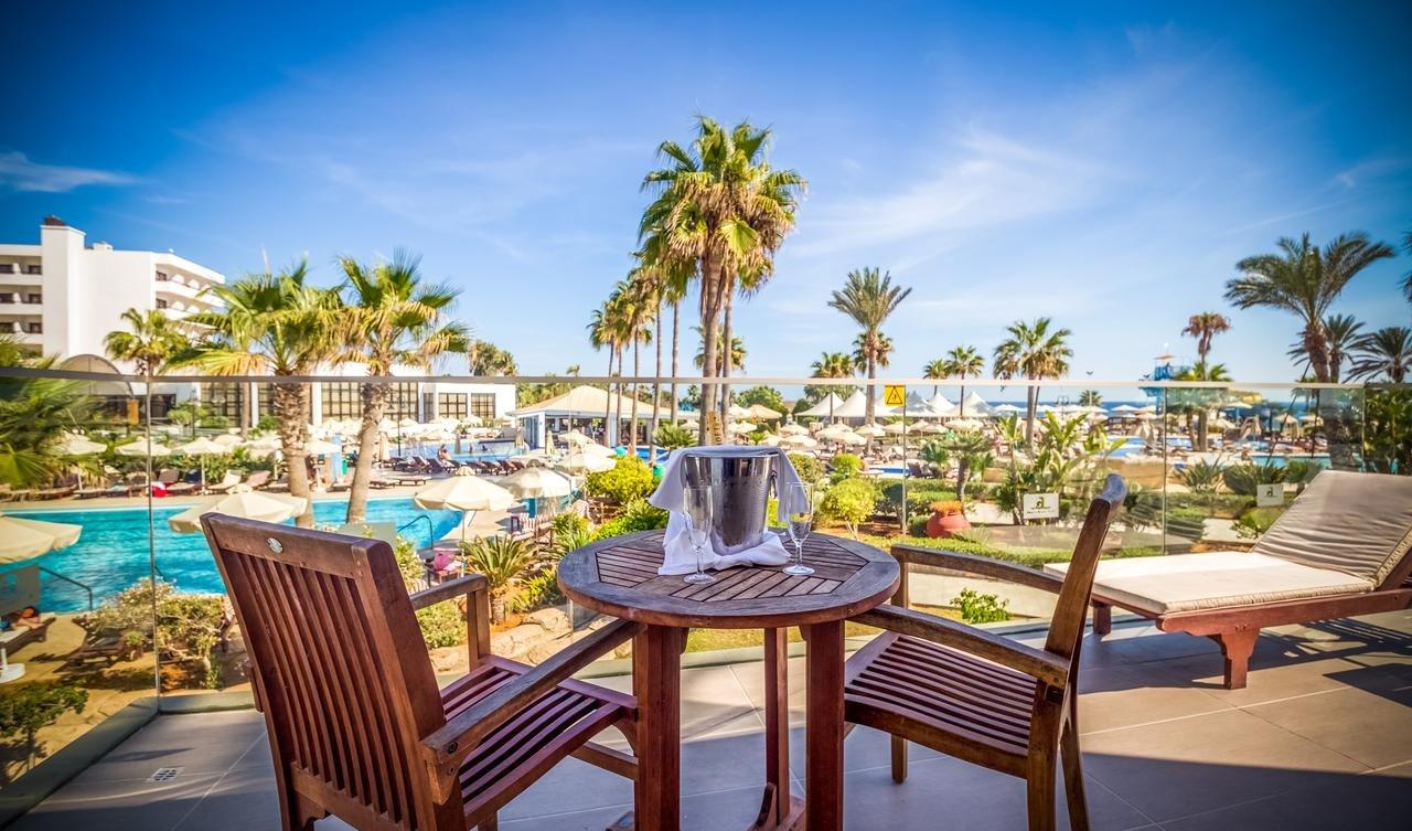 Adams Beach Cyprus - zwembad