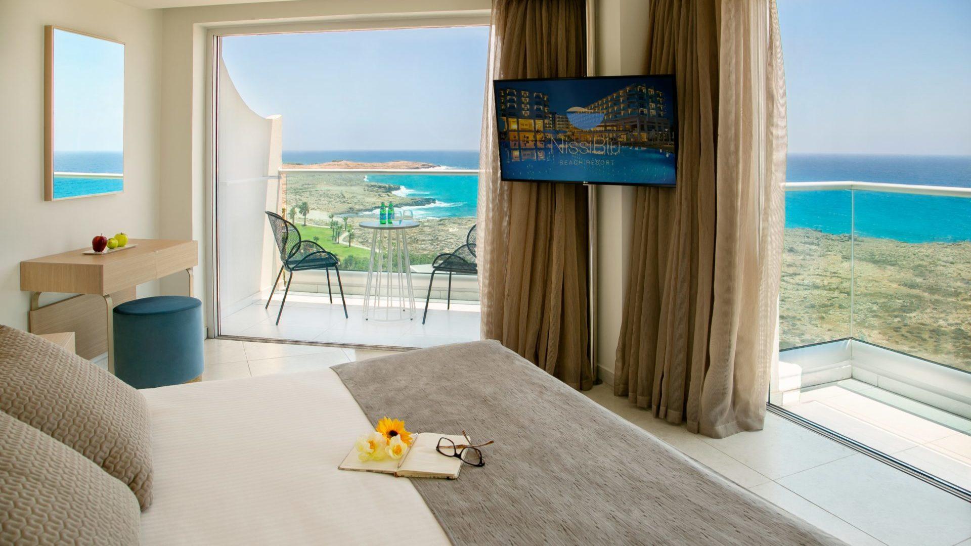 Luxe kamer in het Nissi Blu hotel in Ayia Napa, Cyprus