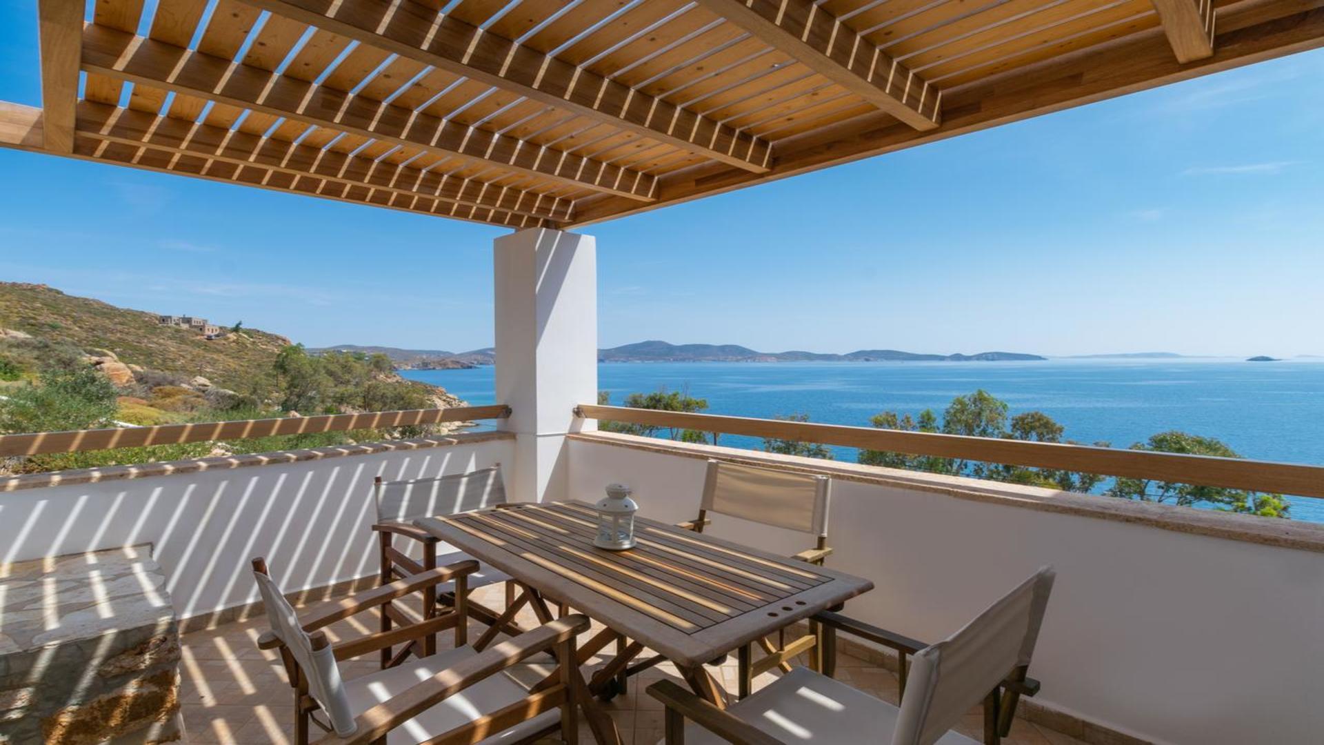 Balkon van kamer van appartementen Allotina Houses, Sapsila Bay, Patmos, Griekenland