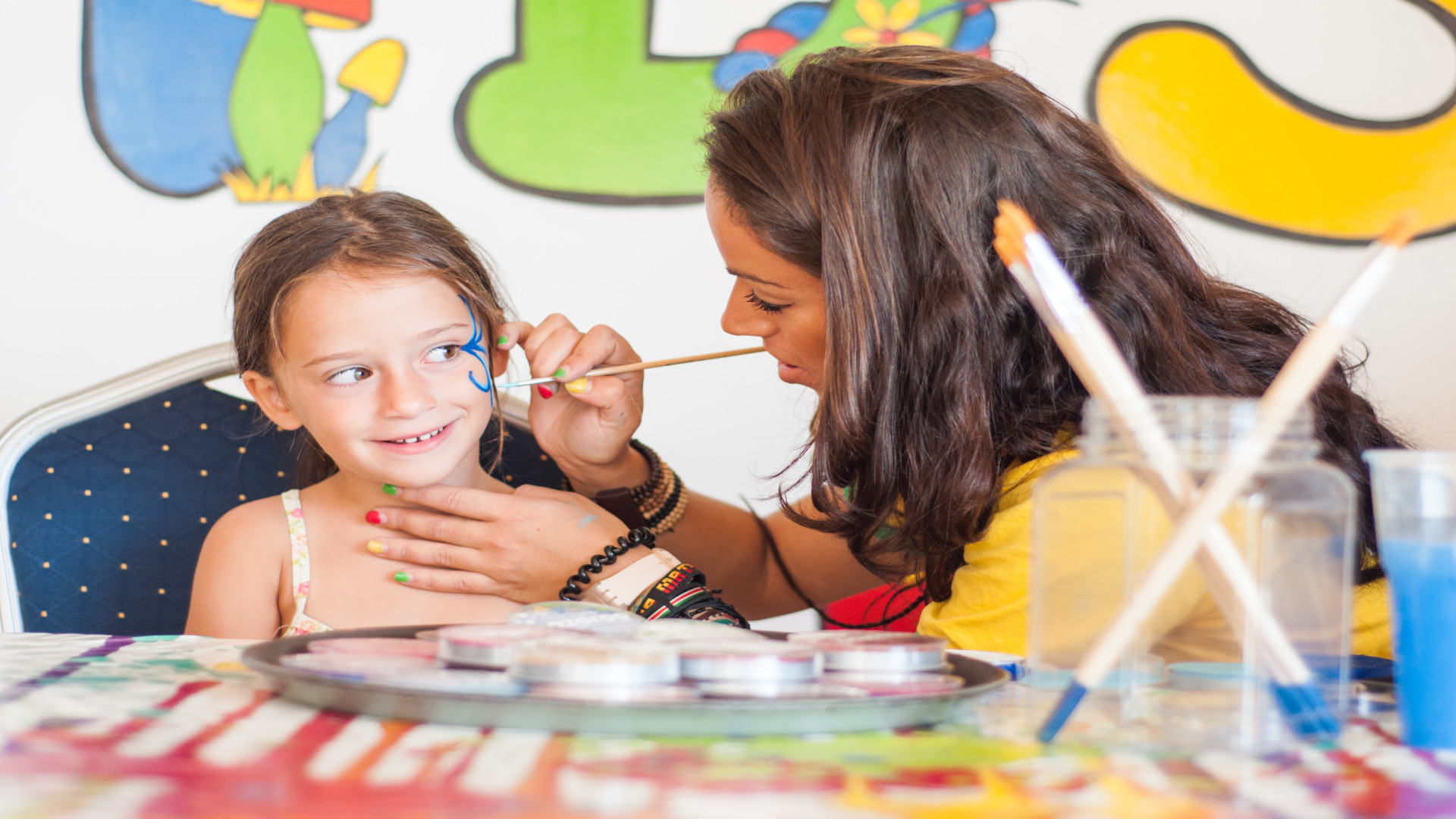 Schminken in kidsclub, hotel Malta, kindvriendelijke vakantie