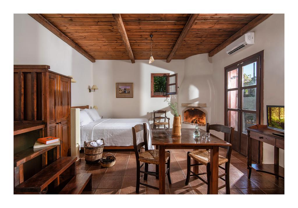 Eén van de authentieke kamers van Enagron Cretan Ecotourism Village