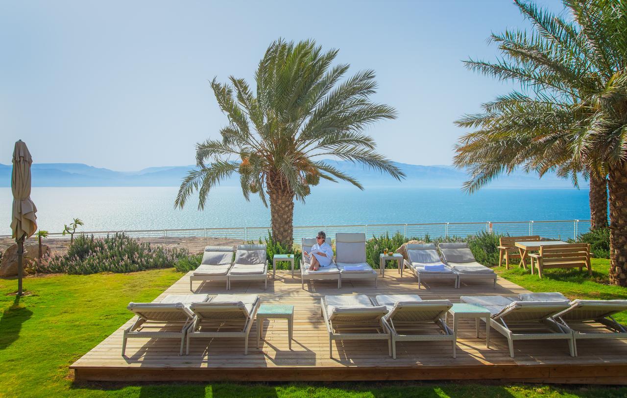 Genieten van een prachtig uitzicht op de Dode Zee