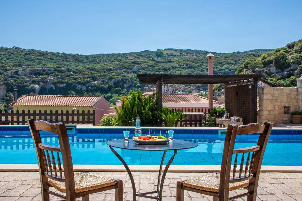 Een heerlijk zwembad met een prachtig uitzicht