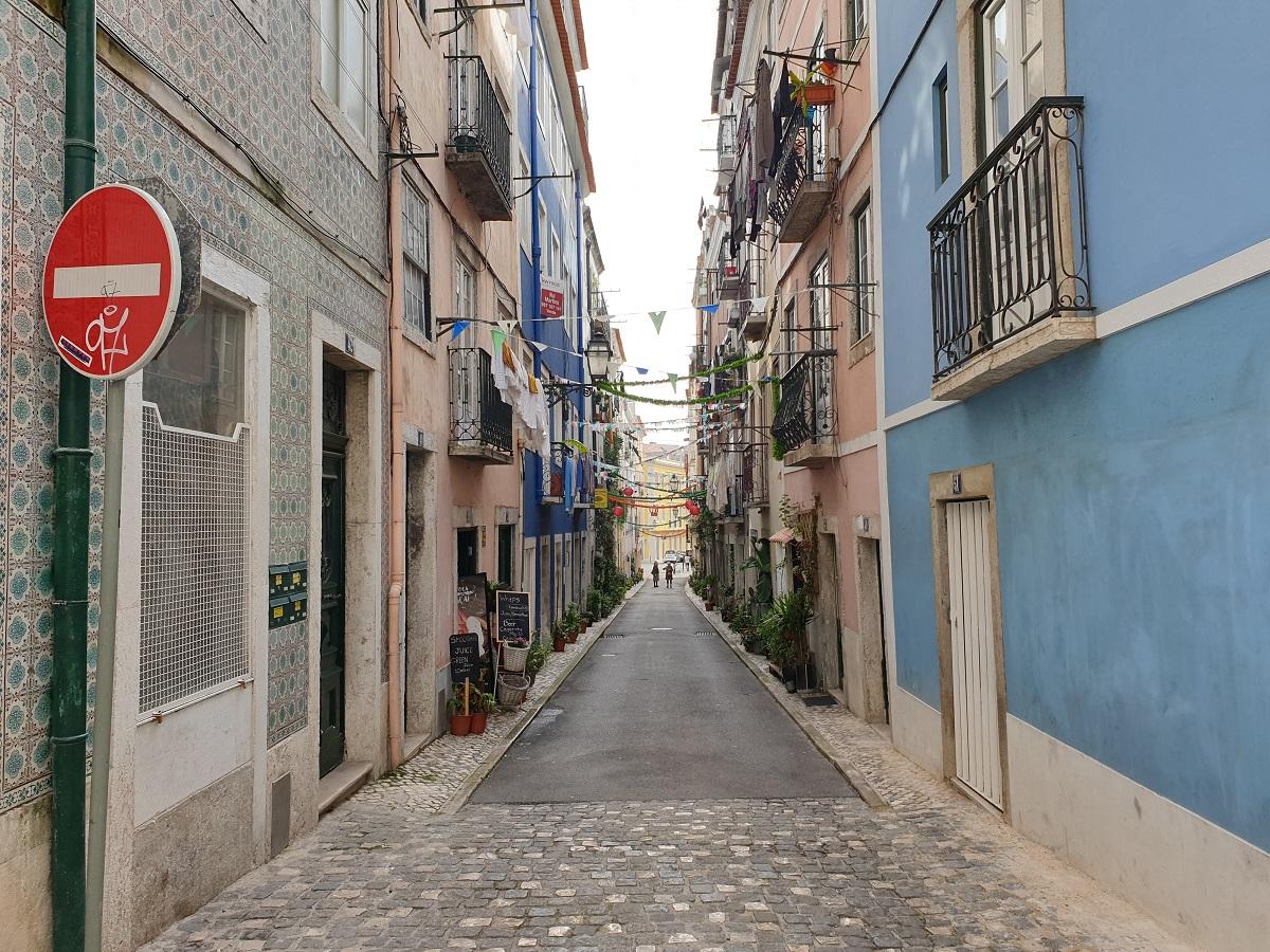 De gezellige straatjes met balkonnetjes van Lissabon