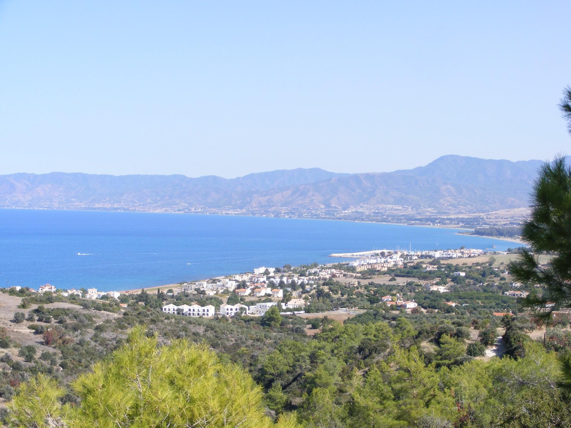 Uitzicht over Coral Bay bij Paphos