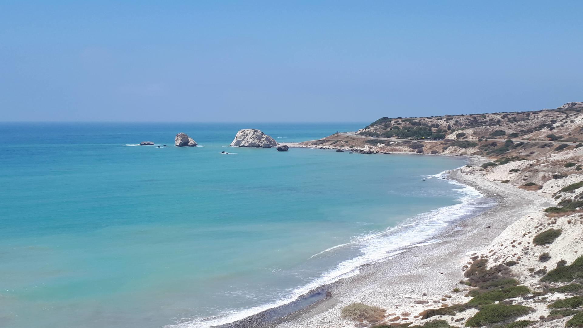 Aphrodite's Rock, mooie blauwe zee, heuvels, Cyprus, westkust overig