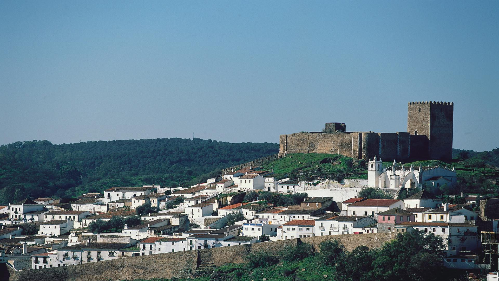 Kasteel en stadje Mertola, Alentejo, Portugal