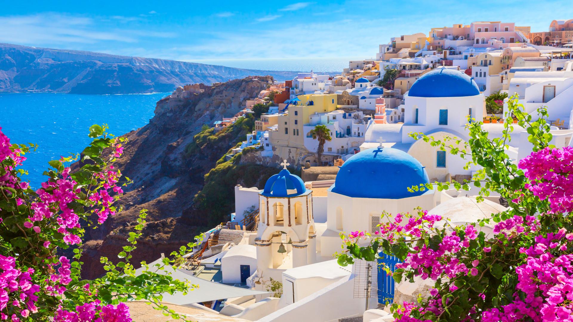 Oia stad met traditionele witte huizen en kerken met blauwe koepels, Santorini, Griekenland