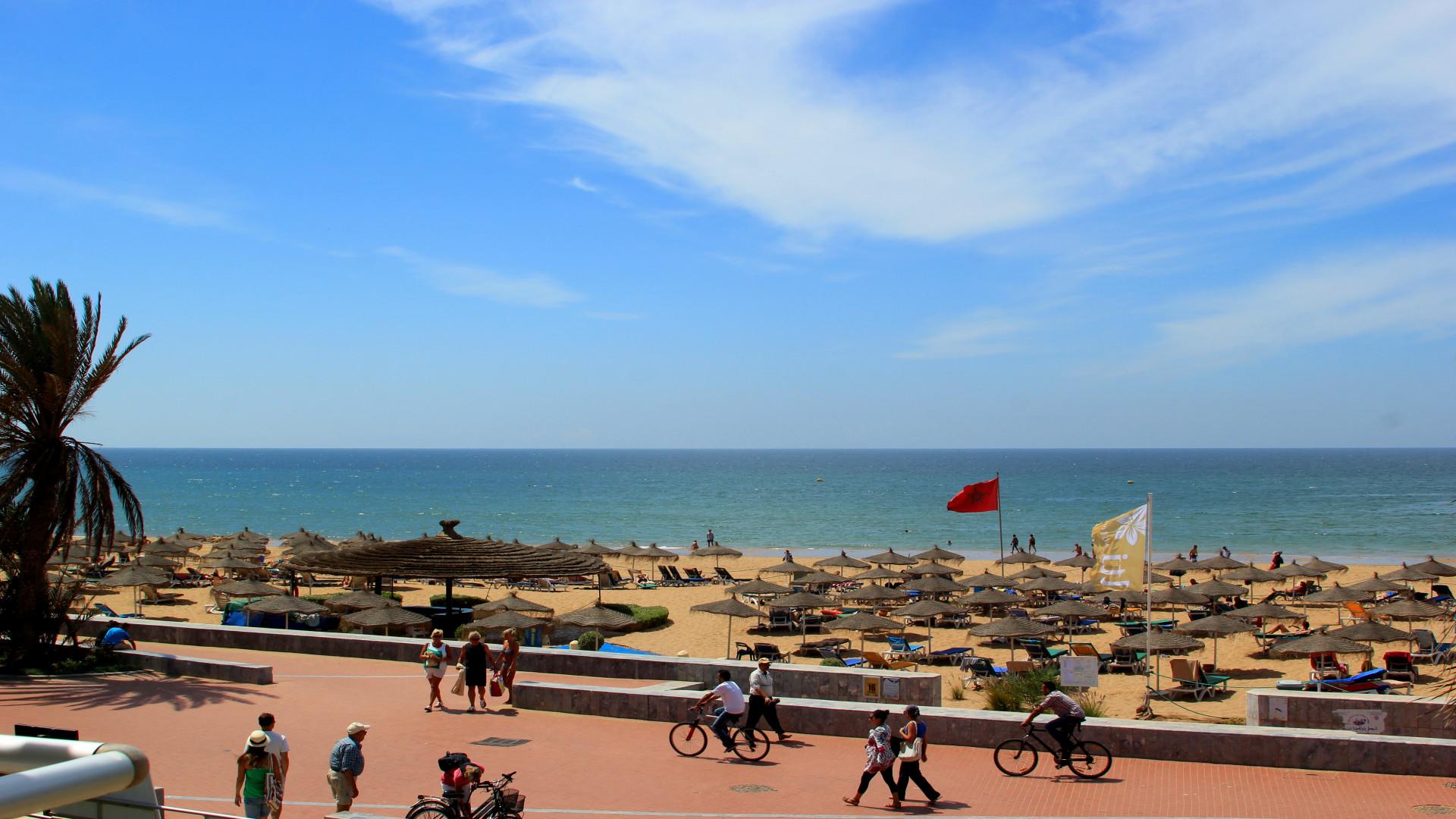 Boulevard en strand Agadir, Marokko