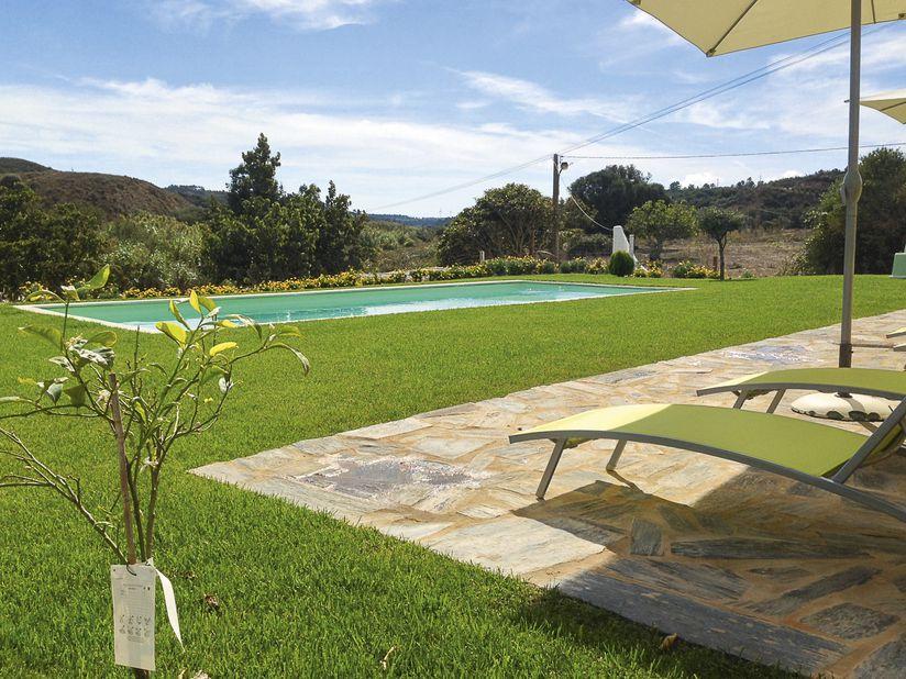 Het zwembad van hotel Aldeia da Pedralva in Portugal