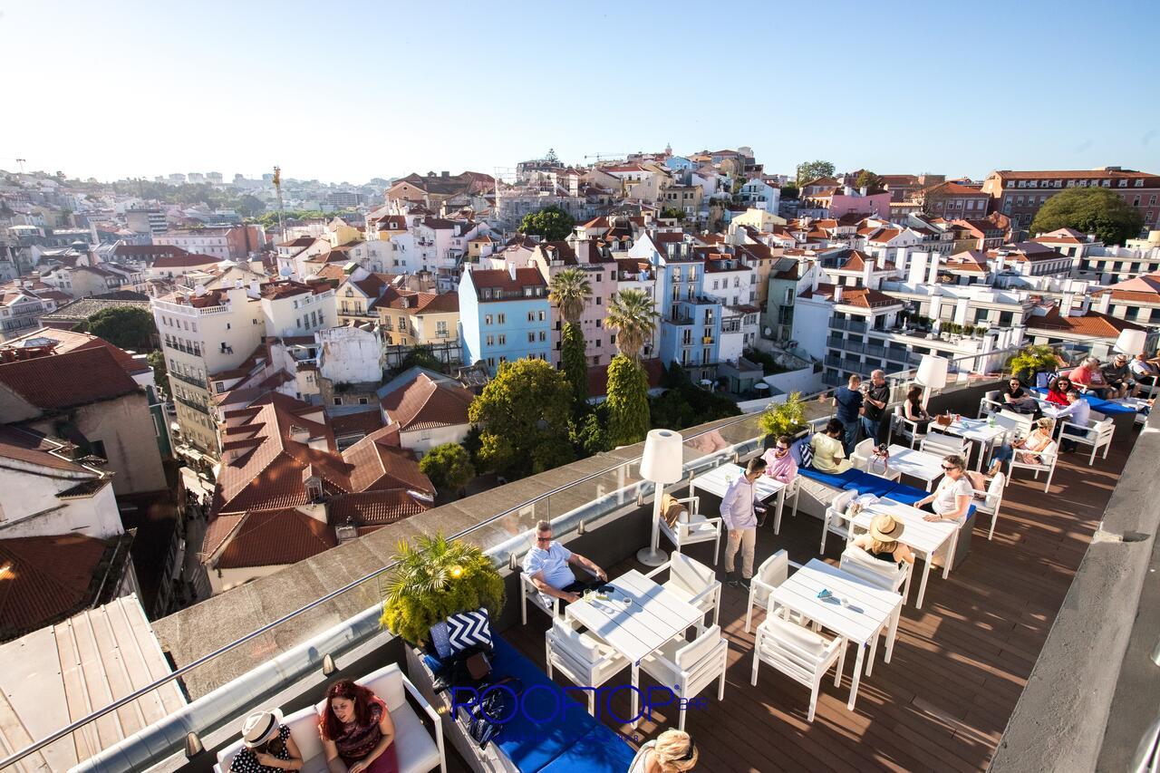 Het terras van het hotel met een prachtig uitzicht over de stad!