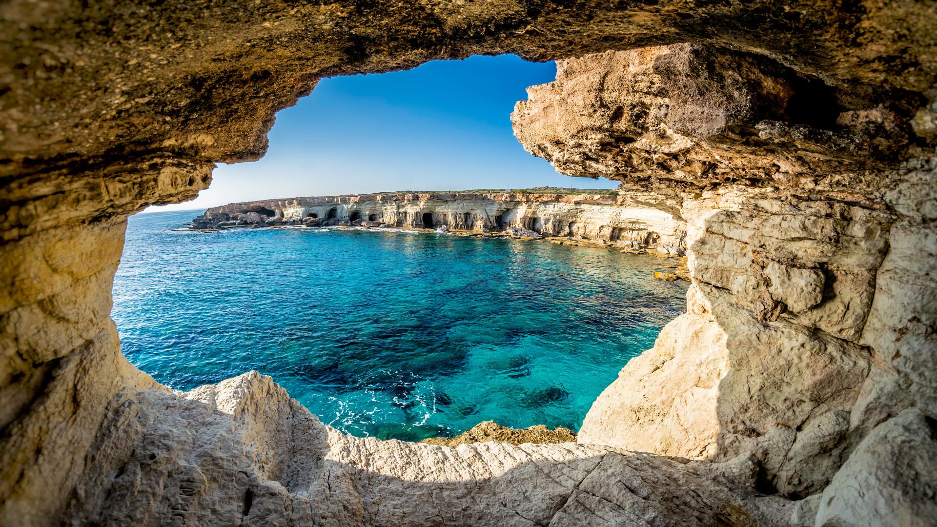 Zee grotten met helderblauw water, Ayia Napa, Cyprus