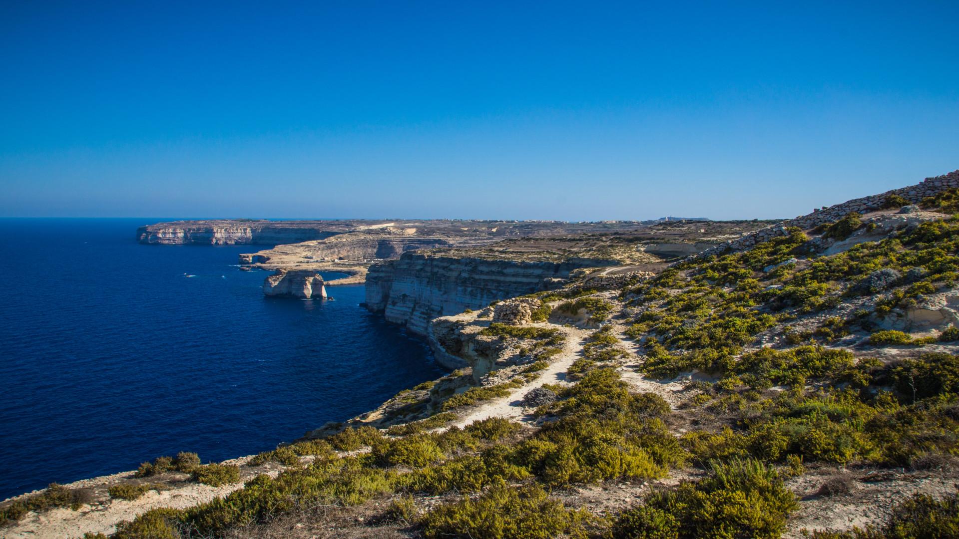 De prachtige groene en blauwe kleuren van Gozo