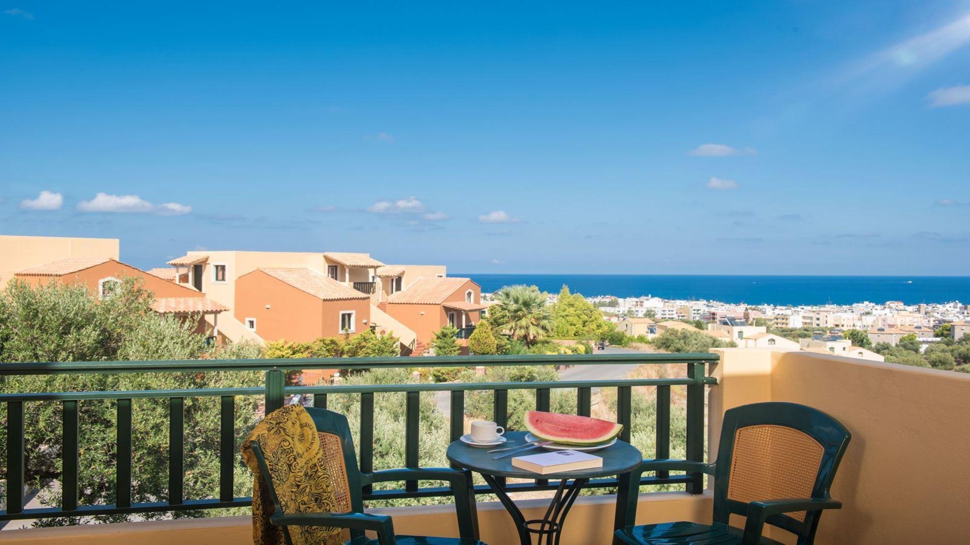 Balkon van kamer in Dia Residence, Piskopiano, Kreta, Griekenland