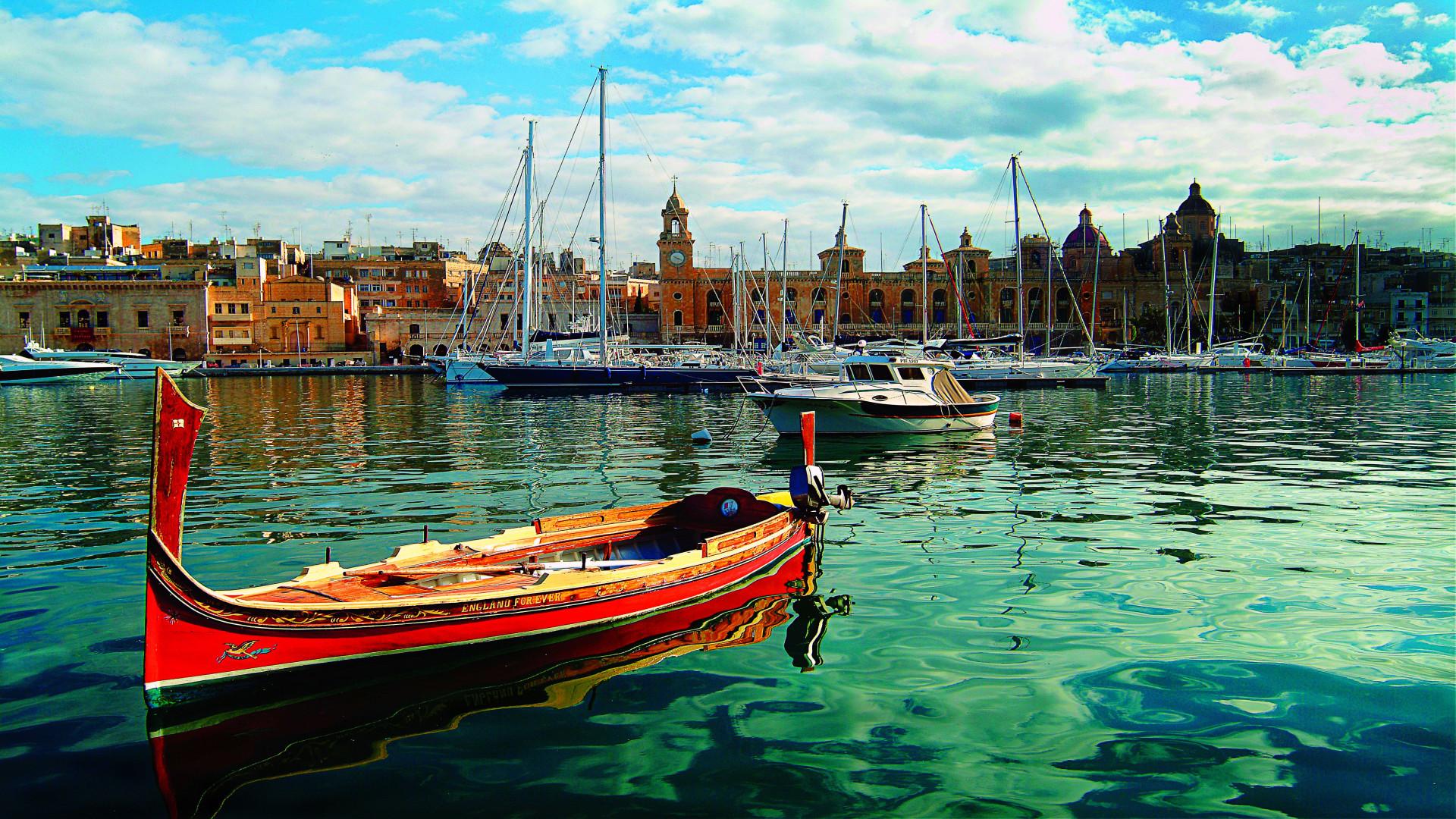 Dghajsa (rode gondel) in Vittoriosa Marina, Three Cities, Malta