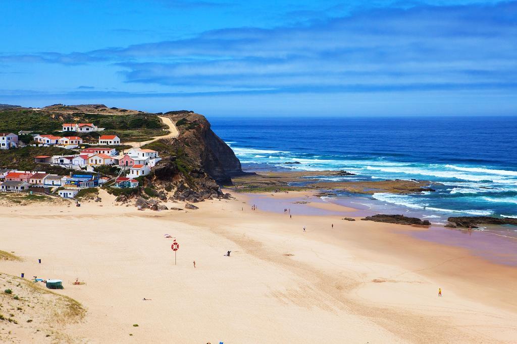 Portugal Alentejo Costa Vicentina ruige kust met strand