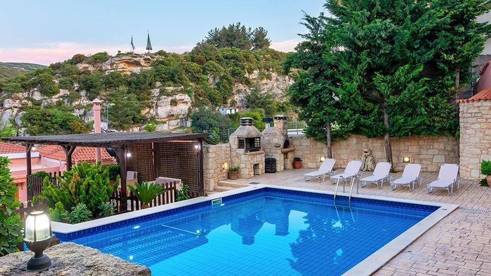 Petronikolis Traditional House - zwembad