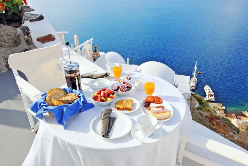 Santorini - ontbijten met een fantastisch uitzicht