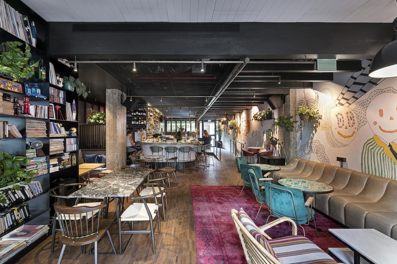 gezellige lobby met bar