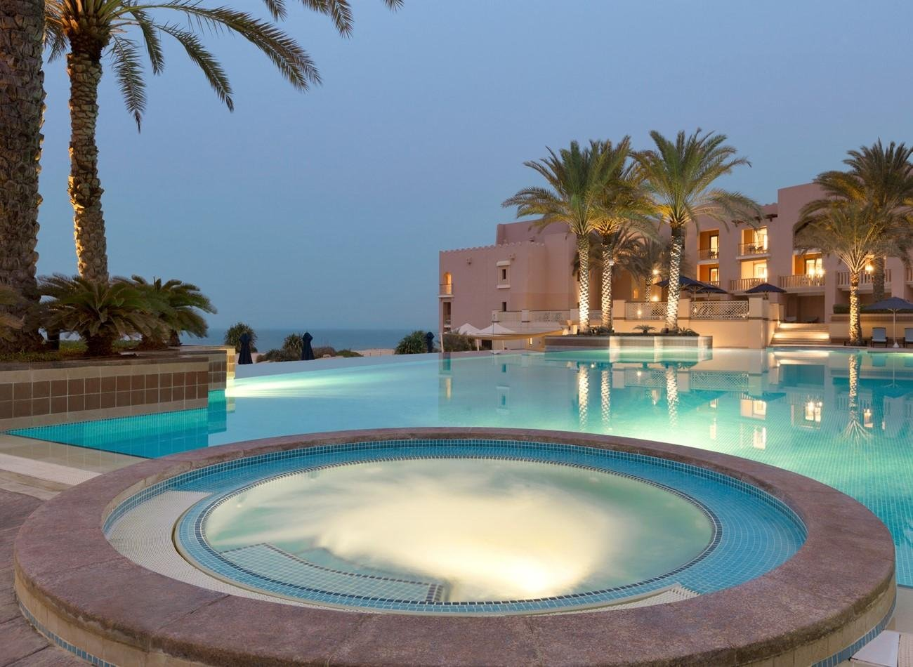 Hotel Shangri-La Al Husn zwembad en jacuzzi - Muscat