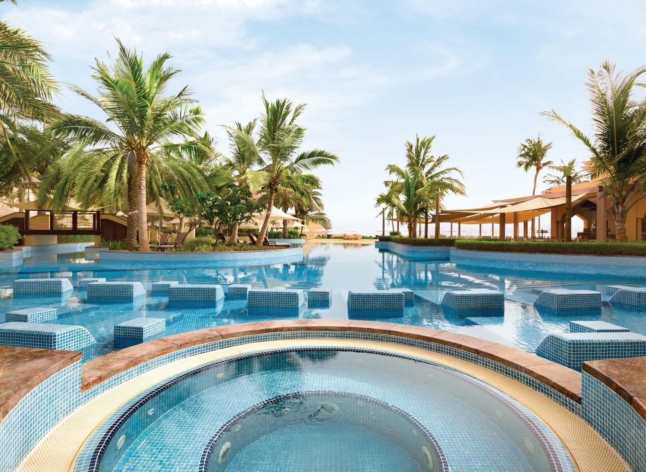 Hotel Shangri-La Al Bandar jacuzzi en zwembad - Muscat