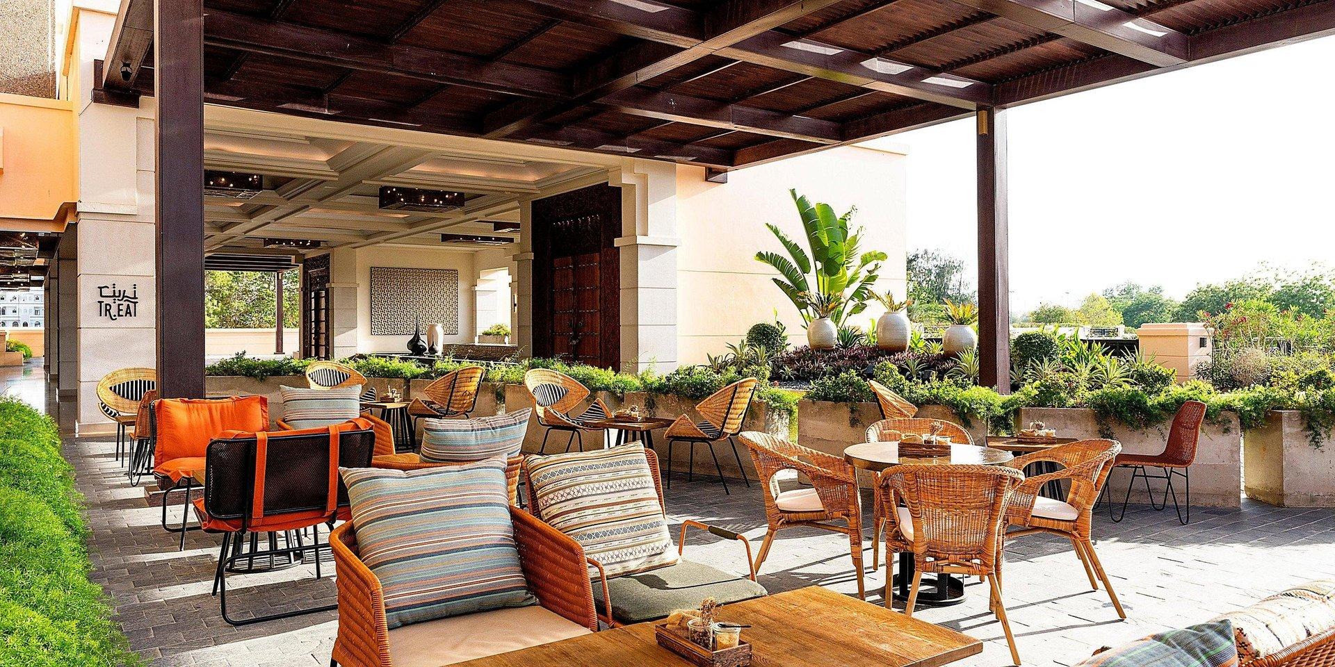 Hotel Intercontinental Muscat terras - Muscat