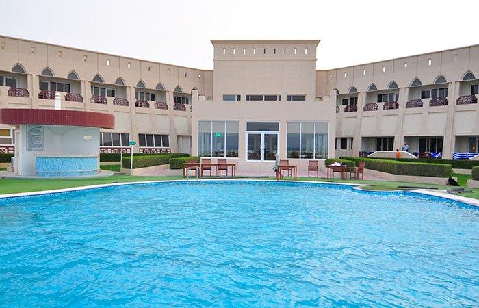 Masirah Island Resort zwembad - Masirah Island