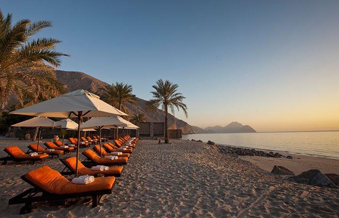 Hotel Six Senses Zighy Bay strand zonsopkomst - Musandam