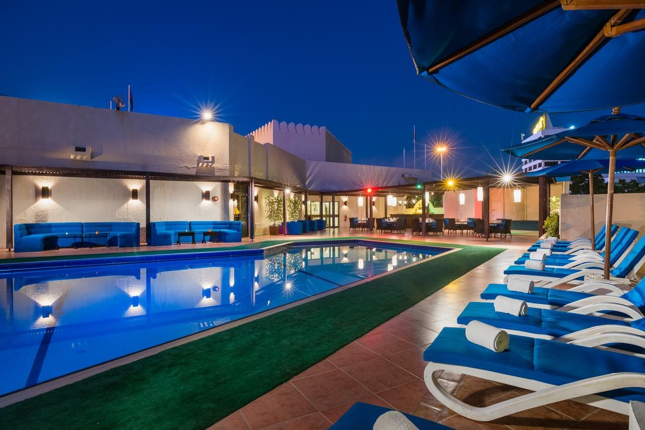Hotel Tulip Inn Downtown Muscat zwembad - Muscat