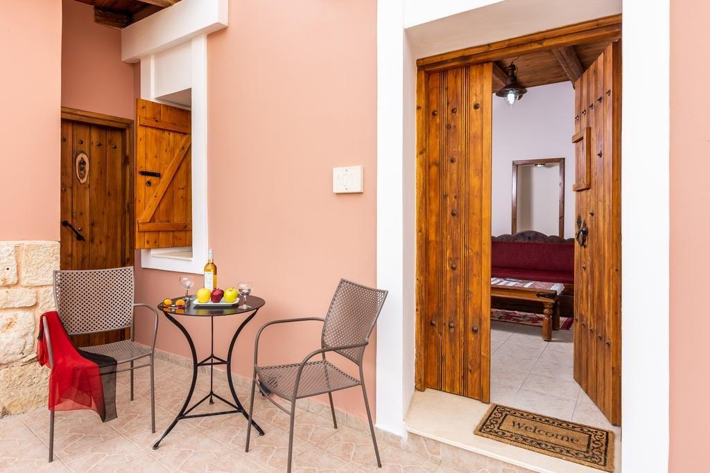 Appartementen Petronikolis Traditional House - Choudetsi - kamer - terras
