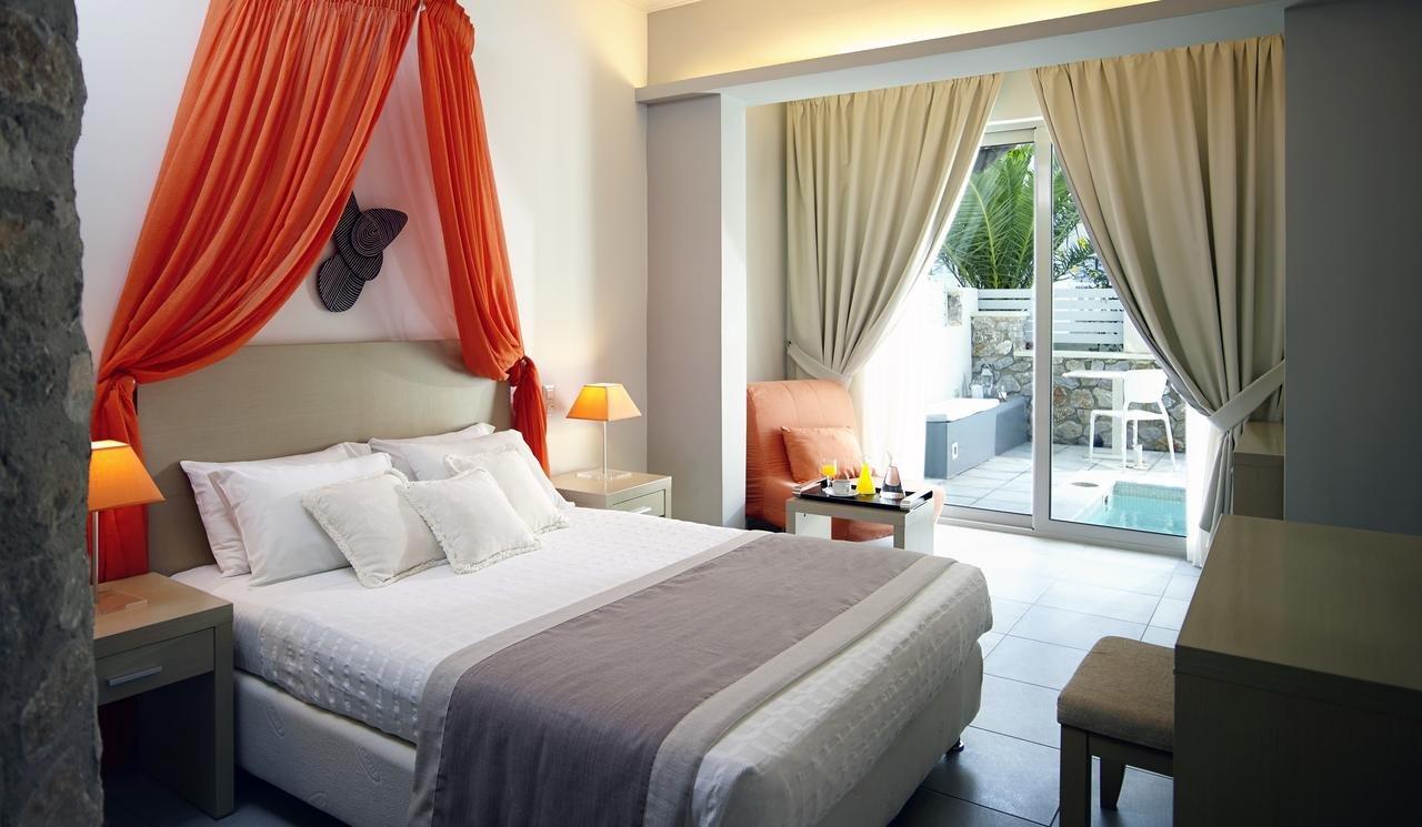 Hotel Afroditi Venus - Kamari - kamer - junior suite - outdoor - jacuzzi
