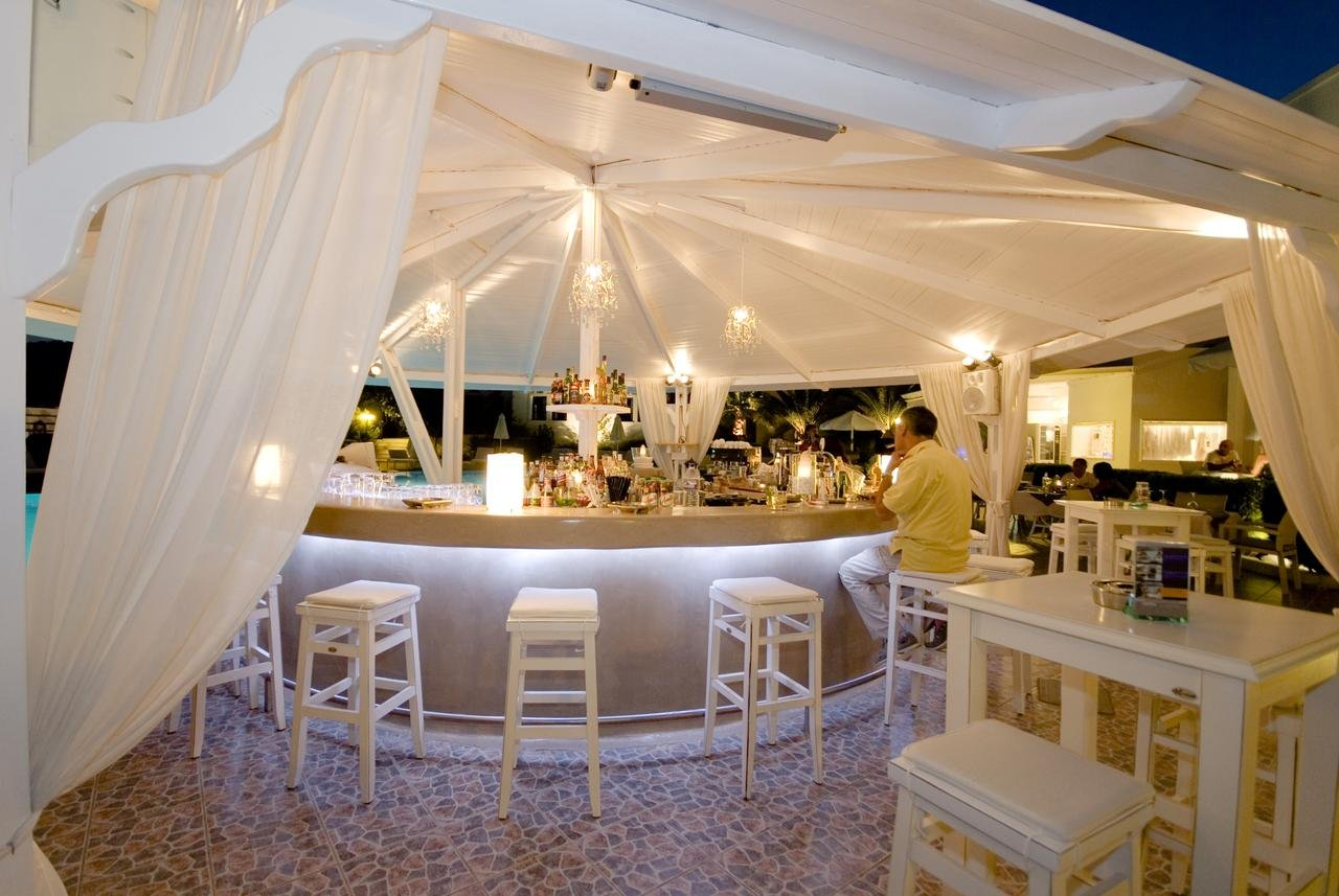 Hotel Imperial Med - Santorini -bar.jpg