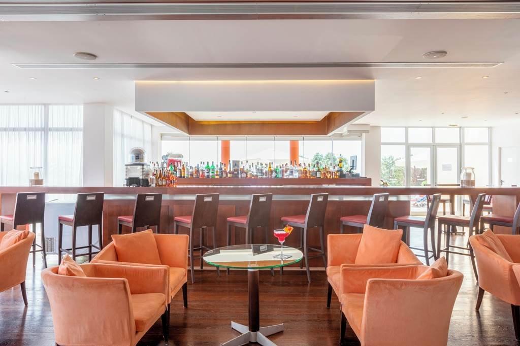 Apostolata Island Resort & Spa - bar
