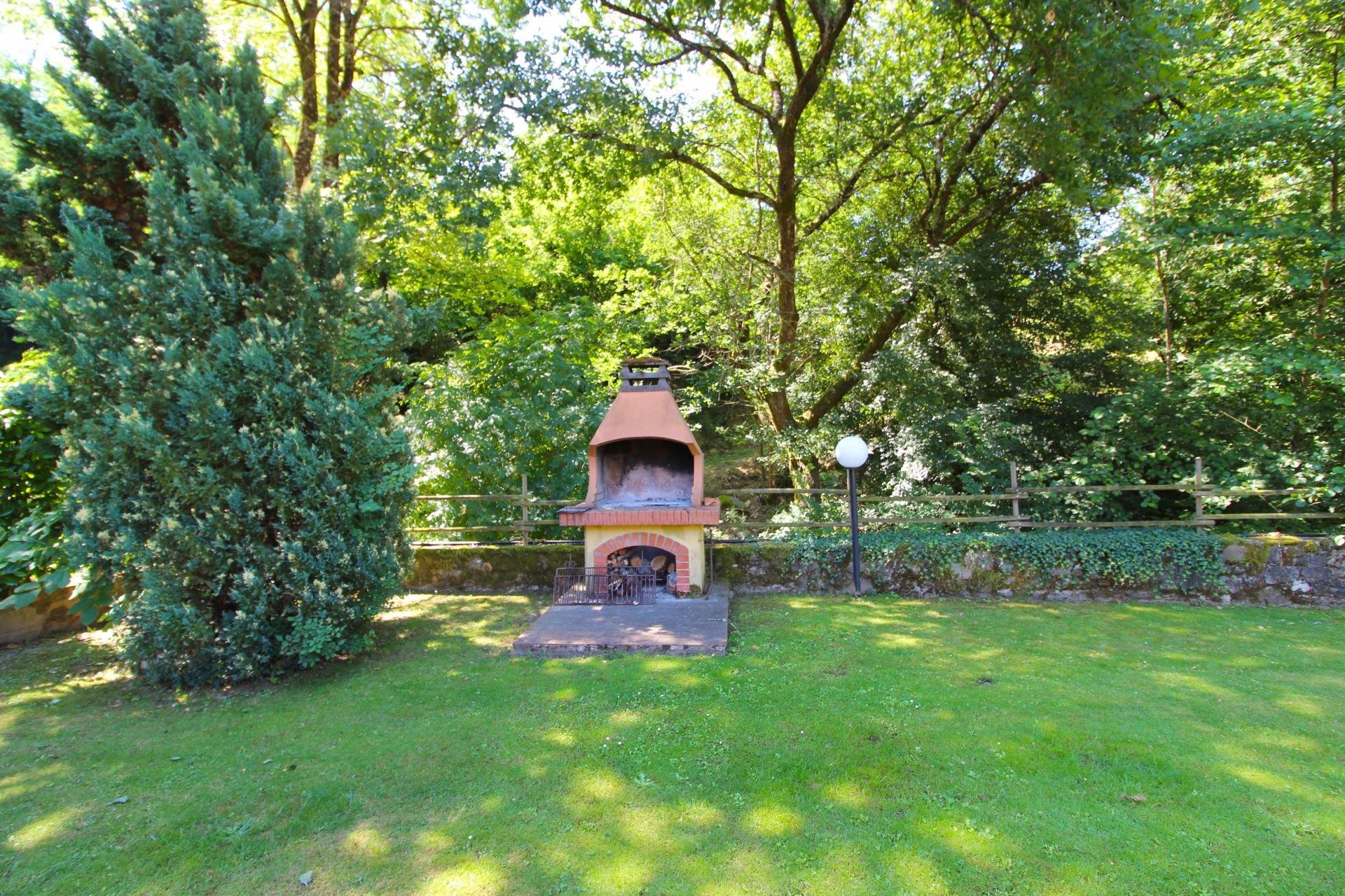 Le-Balze-tuin-pizza-oven.jpg