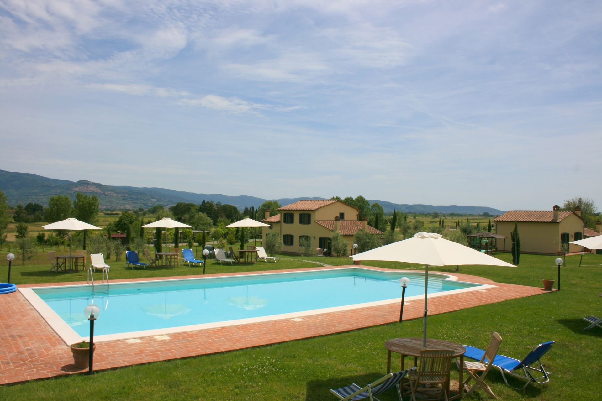 Podere Marcigliano - zwembad met parasol