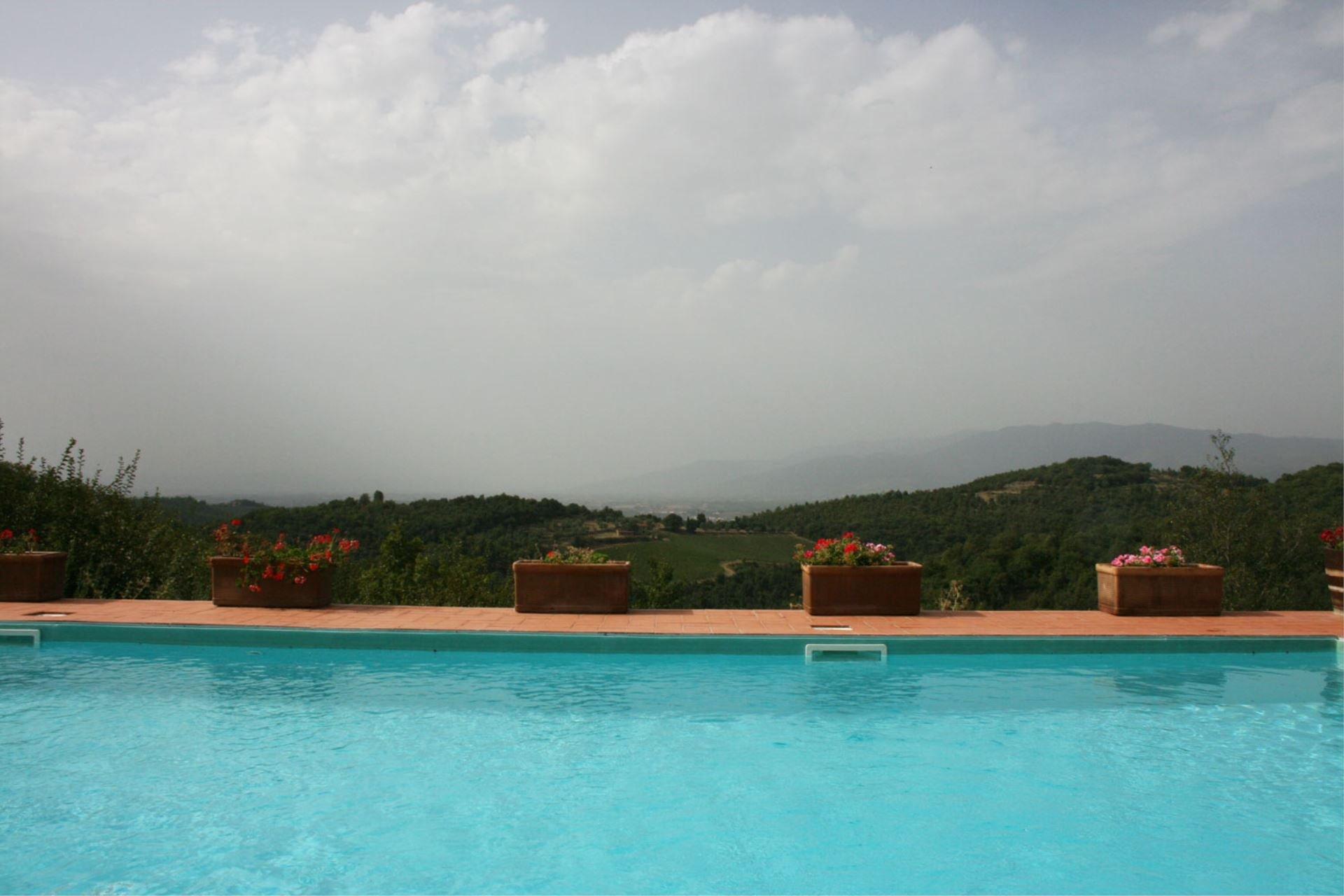 gratena zwembad met uitzicht