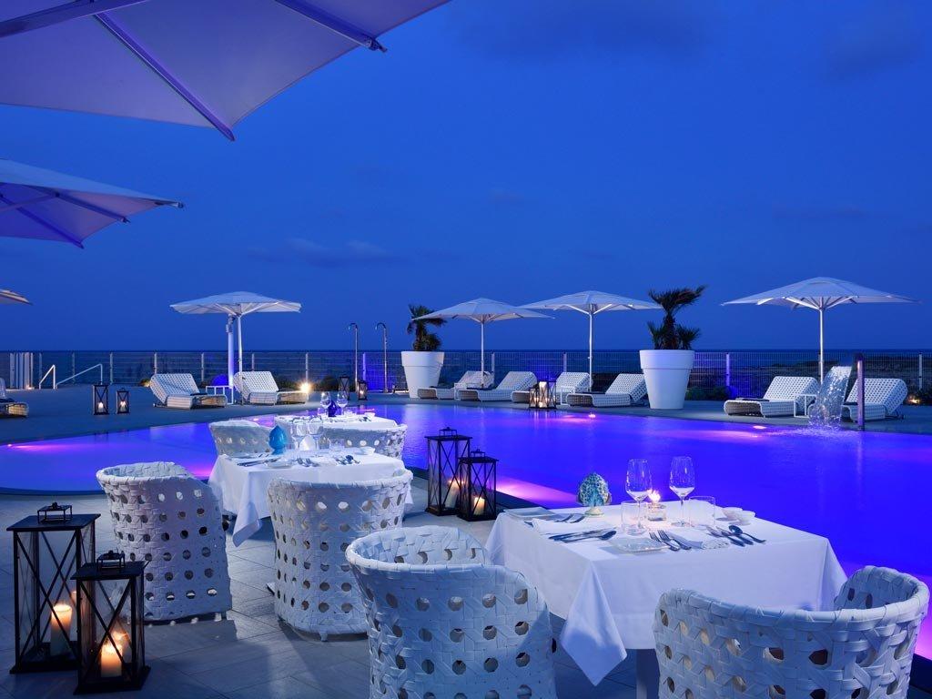 sole in me resort - puglia - italie - diner aan zwembad