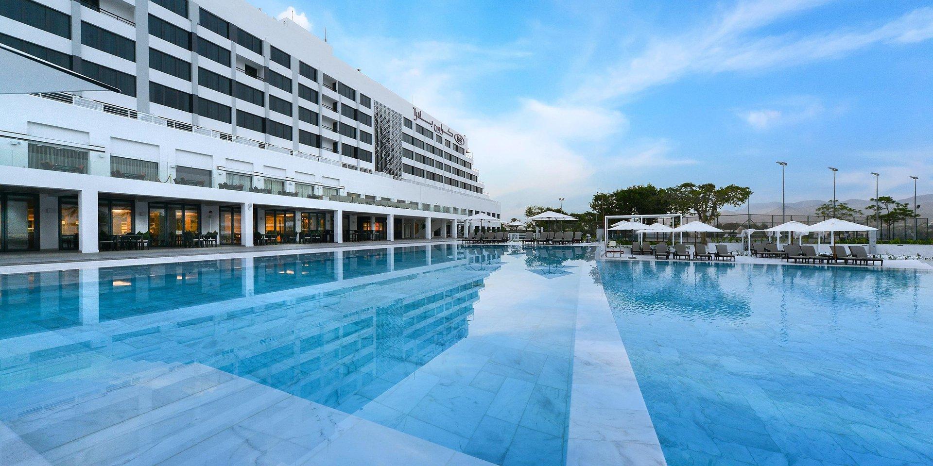 Hotel Crowne Plaza Muscat zwembad - Muscat