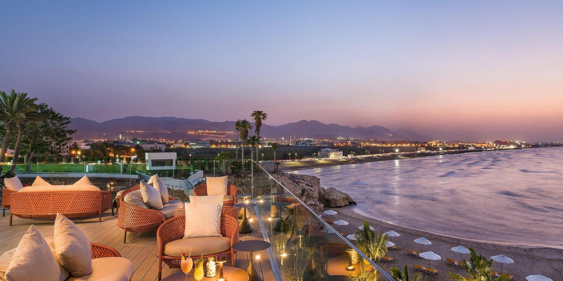Hotel Crowne Plaza Muscat terras - Muscat