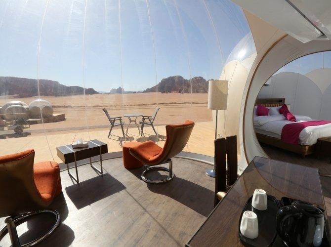 Wadi Rum Bubble Luxotel bubbel suite zithoek en slaapkamer - Wadi Rum